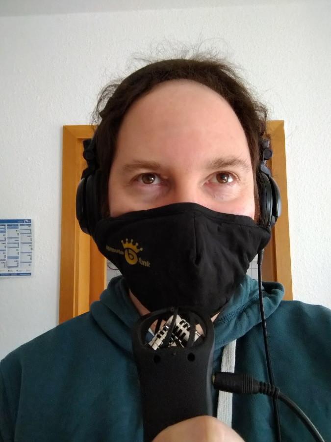 Aufnahme mit Mund-Nase-Schutz