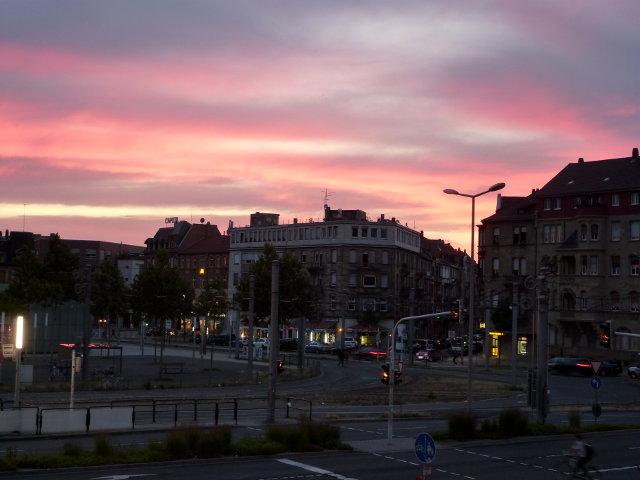 Bunter Abendhimmel über der Mannheimer Neckarstadt