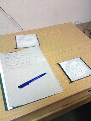 Schreibtisch ganz links außen
